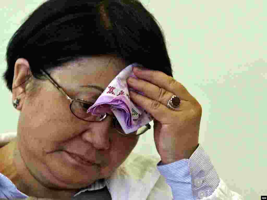 Ошол кездеги өткөөл мезгилдин президенти Роза Отунбаева Оштогу сапардан кийин. 18-июнь, 2010-жыл.