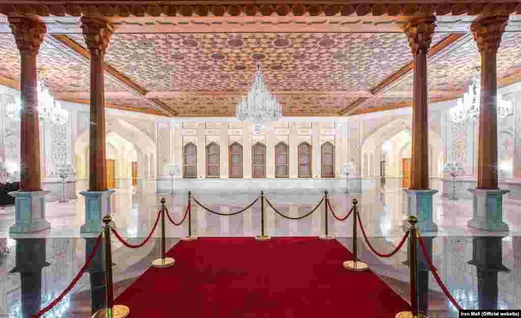 نمایی داخلی از مجموعه ایران مال