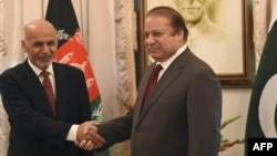Afghan President Ashraf Ghani (L) and Pakistani Prime Minister Nawaz Sharif shake hands in November 2014.
