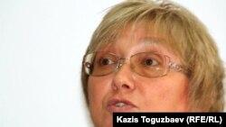 """Президент общественной организации """"Перспектива"""" Елена Бурова. Алматы, 25 октября 2011 года."""