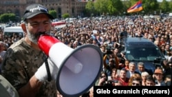 Никол Пашинян на акции протеста, Ереван, 25 апреля 2018 г.