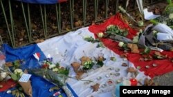 Парижде болгон теракттын курмандыктарын эскерүү. Франция