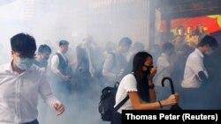 خشونتها در روز سهشنبه همچنان ادامه پیدا کردهاست؛ در حالیکه اعتراضات عمدتا محدود به روزهای آخر هفته بود.
