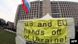 Сепаратисти в Україні намагаються донести свої повідомлення до англомовної аудиторії, Донецьк, 10 квітня 2014 року