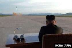 کره شمالی تنها عضو انپیتی است که تاکنون از این پیمان خارج شده و به مجرد خروج دست به ساخت سلاح هستهای زده است.