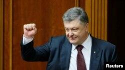 Петро Порошенко баъди тасвиби бастаи ислоҳот