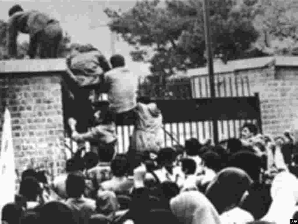 Iran -- Iranian students climb over the wall of the US embassy in Tehran, 04Nov1979 - IRAN, Tehran : (FILES) Iranian students climb over the wall of the US embassy in Tehran 04 November 1979. Twenty years later, 04 November 1989, the former embassy building now turns out officers of the Islamic Republic's Revolutionary Guards.04 November 1979