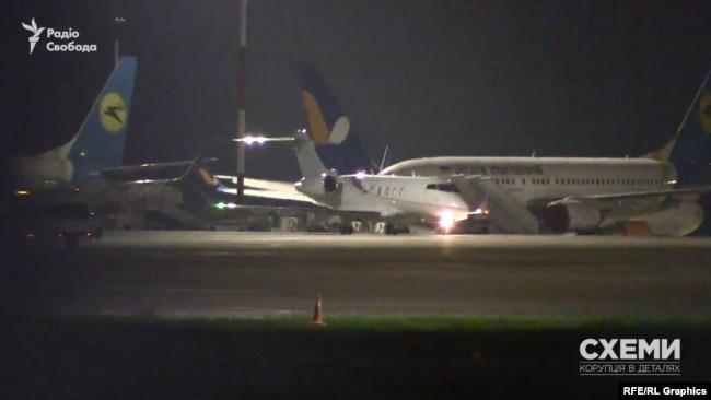 5 червня «Схеми» зафіксували, як в аеропорту «Бориспіль» здійснив посадку приватний літак із Вільнюса (Литва)