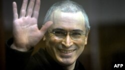 Михаил Ходорковский 2003 йилда Россия сиёсатида фаоллашишидан кўп ўтмай қамоққа олинган эди.