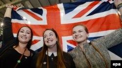 Միացյալ Թագավորության կազմում մնալու կողմնակից շոտլանդացիները հանրաքվեի նախնական արդյունքների հրապարակումից հետո, 19-ը սեպտեմբերի, 2014թ․