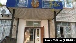 """Суд, в котором проходят слушания по делу """"ОПГ Рыскалиева"""". Атырау, 17 октября 2014 года."""