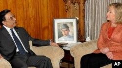 პაკისტანის პრეზიდენტი ასიფ ალი ზარდარი და აშშ-ის სახელმწიფო მდივანი ჰილარი კლინტონი