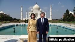 Шавкат Мирзияев и Зироатхон Хашимова посетили мавзолей Тадж-Махал в городе Агра, 30 сентября 2018 года.