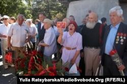 Покладання квітів у Дніпрі, 22 червня 2017 року, здійснене членами забороненої судом громадської організації «Союз радянських офіцерів»