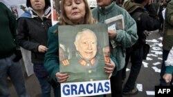 Демонстрация поклонников Пиночета в Сантьяго. 10 июня 2012 года
