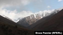 Горная гряда в Кыргызстане.