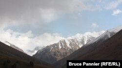 Қырғызстандағы тау бөктері (Көрнекі сурет).