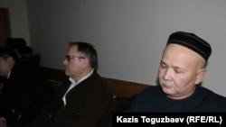 Куәгер ретінде шақырылған Мұрат Телібеков сотта отыр. Алматы, 8 қаңтар, 2016 жыл