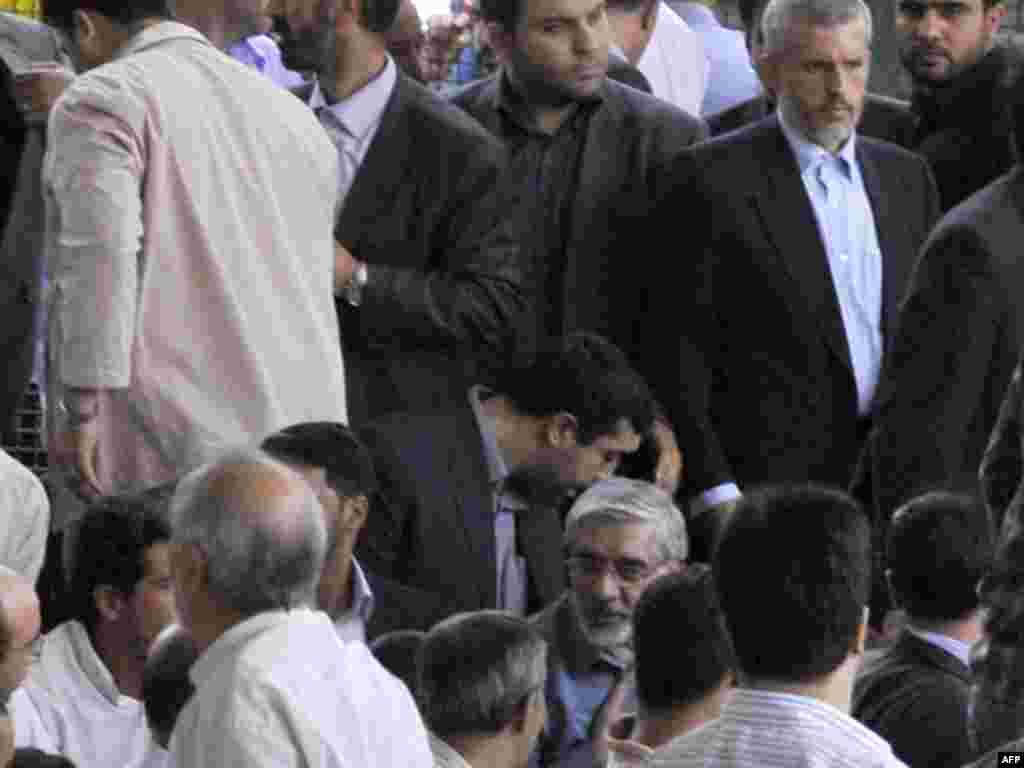 میرحسین موسوی در نمازجمعه در دانشگاه تهران