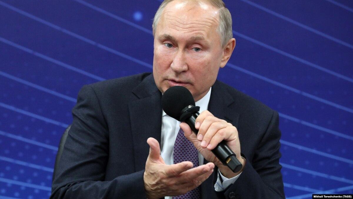 Путин заявил об угрозе русскому языку в мире от «пещерных русофобов» и «агрессивных националистов»