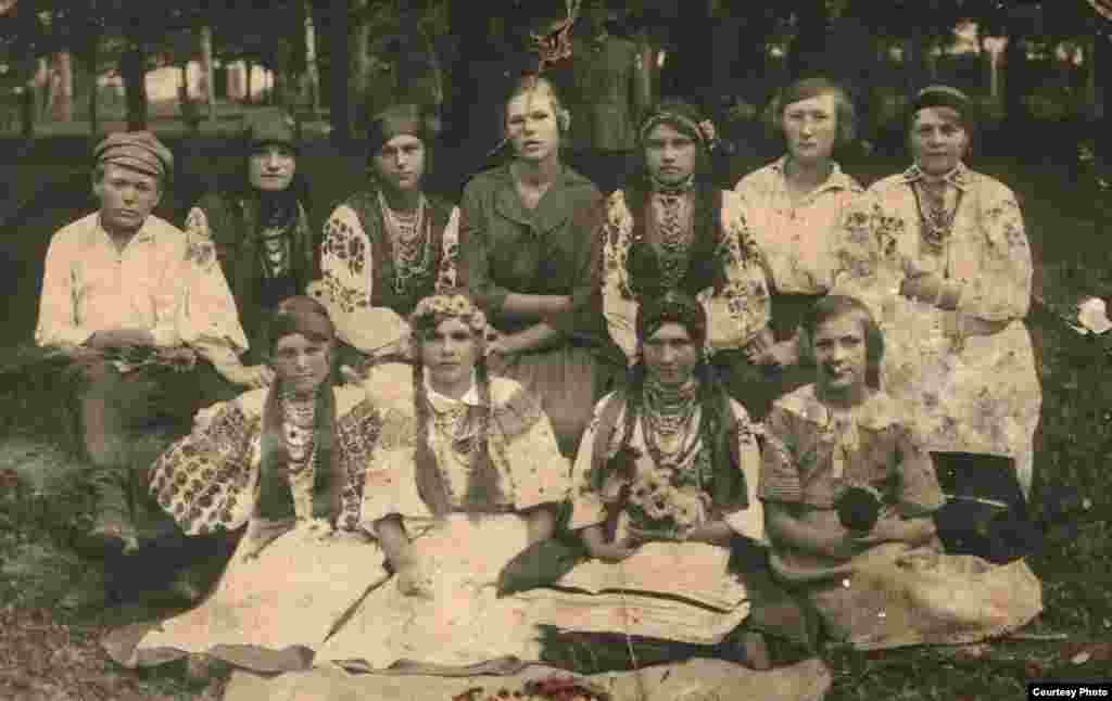 A number of Ukrainians who participated in the project kept detailed family records and had carefully preserved hundreds of photographs. Alla Husarova, a Kyiv-based journalist, traces much of her family history back to the village of Bilky in the Vinnitsya region. Her grandmother, Lesia Babukha (bottom left), pictured here as a schoolgirl, spent her entire life in Bilky.