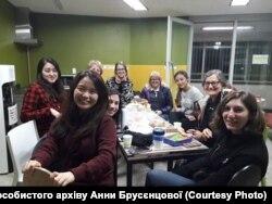 У Південній Кореї дивуються, що дівчина приїхала з України