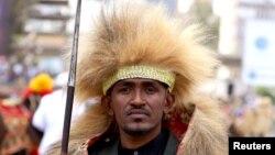 هاچالو هوندِسا، خواننده محبوب اتیوپیایی که قتل او به ناآرامی قومی انجامیده است