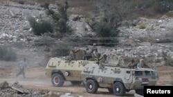 عربات مدرعة للجيش المصري في رفح