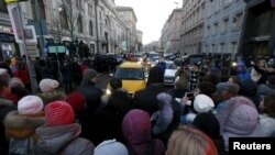 Протестующие валютные заемщики у здания ЦБ, 8 февраля 2016 г.