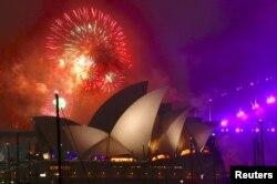 Знаменита будівля опери у Сіднеї, Австралія, 1 січня 2018 року