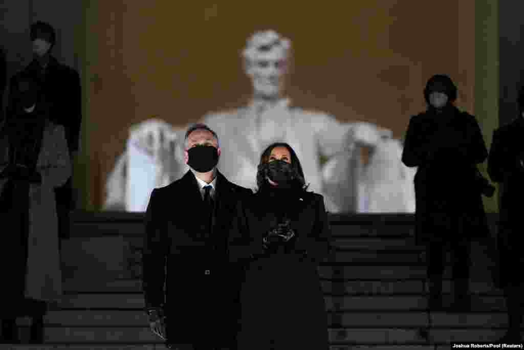 Вице-президент Камала Харрис жана аны күйөөсү Дуглас Эмхофф инаугурациядан кийинки салтанаттуу кечеде.