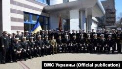 Выпусники Института Военно-морских Сил при Одесской морской академии. Одесса, 31 марта 2017 года