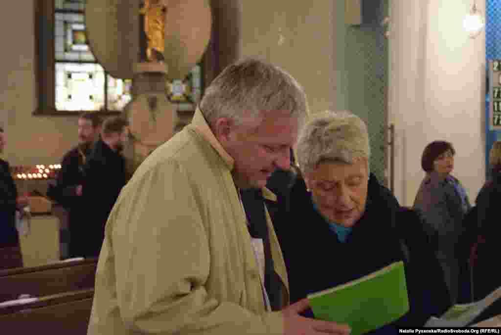 Представник відомства канцлера Кнут Абрагам і член Бундестагу від партії Союз 90/Зелені Марі-Луїзе Бек
