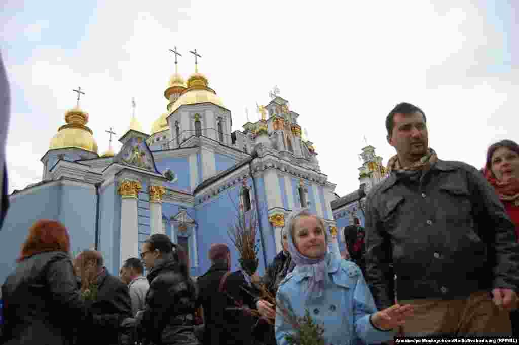 Святкування Вербної неділі біля Михайлівського Золотоверхого