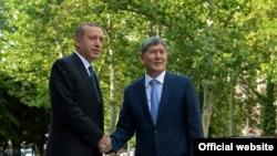 Президенты Турции и Кыргызстана, архивное фото.