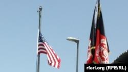 აშშ-ის და ავღანეთის დროშები