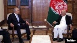 محمداشرف غنی در دیدارش با زلمی خلیلزاد نمایندۀ ویژه امریکا در امور صلح افغانستان