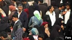 برخی از شهروندان ايرانی می گويند نوروز امسال تنش های سیاسی را بيش از پيش حس می کنند.