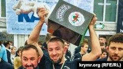 Февзи Мамутов с наградой чемпиона по греко-римской борьбе, 17 декабря 2018 года (иллюстративное фото)