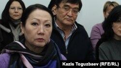 Ескендір Ерімбетовтің анасы Ғайни Ерімбетова (алдыңғы қатарда). Алматы, 9 қаңтар 2017 жыл.