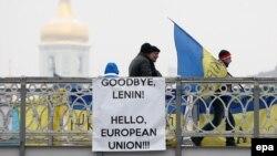 Участники Евромайдана по пути на площадь Независимости в Киеве