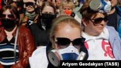Участники протеста против мусорного полигона в подмосковном Волоколамске, апрель 2018 года