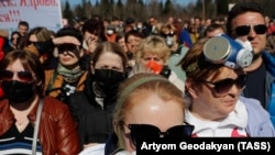 Protesters block a road to a controversial garbage dump near the town of Volokolamsk.