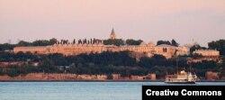 Дворец Топкапы в Стамбуле, вид со стороны пролива Босфор