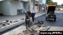 На місці колишнього ринку по вулиці Козлова ремонтують дорожнє покриття (архівне фото)