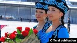 Церемония встречи участников саммита Шанхайской организации сотрудничества в Бишкеке, 12 сентября 2013 года.