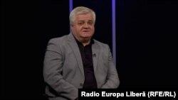 Anatol Țăranu la o dezbatere în studioul Europei Libere
