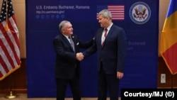 Ambasadorul american Adrian Zuckerman și ministrul Cătălin Predoiu