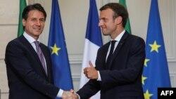 Kryeministri italian Giuseppe Conte dhe presidenti francez, Emmanuel Macron. Fotografi nga arkivi.