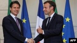Эммануэль Макрон и Джузеппе Конте. За дипломатическими улыбками скрываются серьезные разногласия